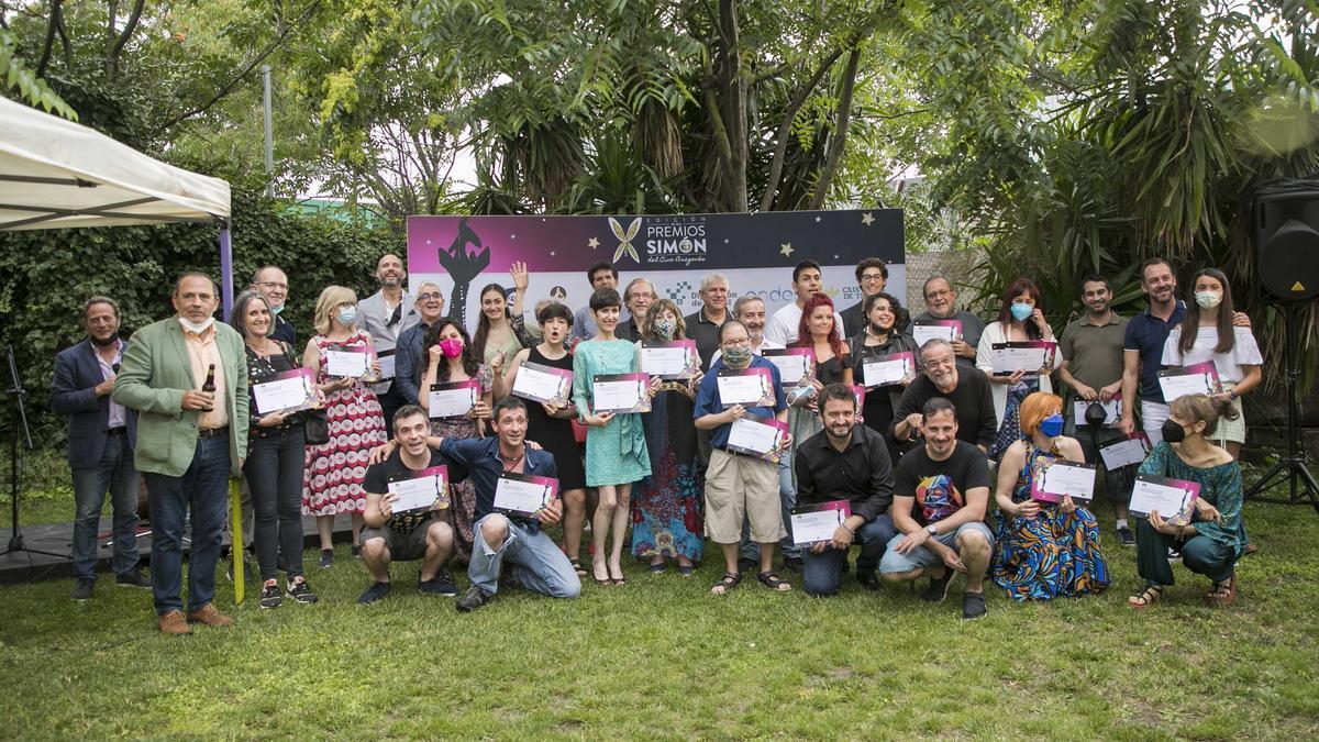 Foto de familia con los nominados que han recibido el diploma acreditativo de los premios Simón, este sábado en Zaragoza.