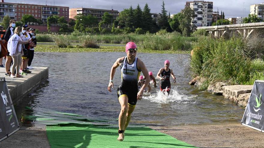 Igor Bellido y Helena Moragas ganan el Triatlón Puerta Palmas