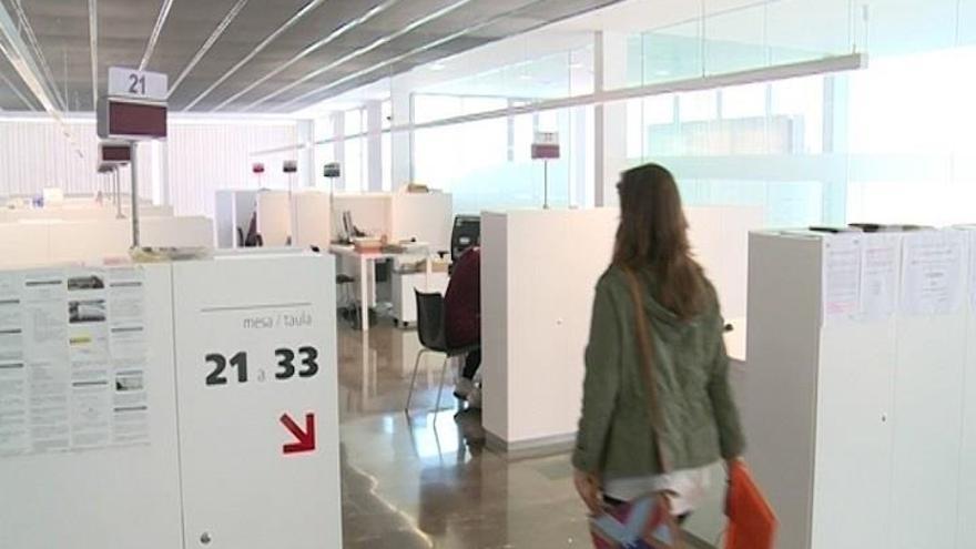 El paro baja  en casi  8.900 personas en marzo en la C. Valenciana