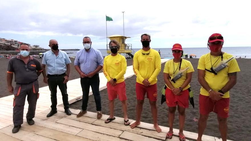 El Ayuntamiento amplía para todo el año el servicio de socorrismo en La Garita y Salinetas