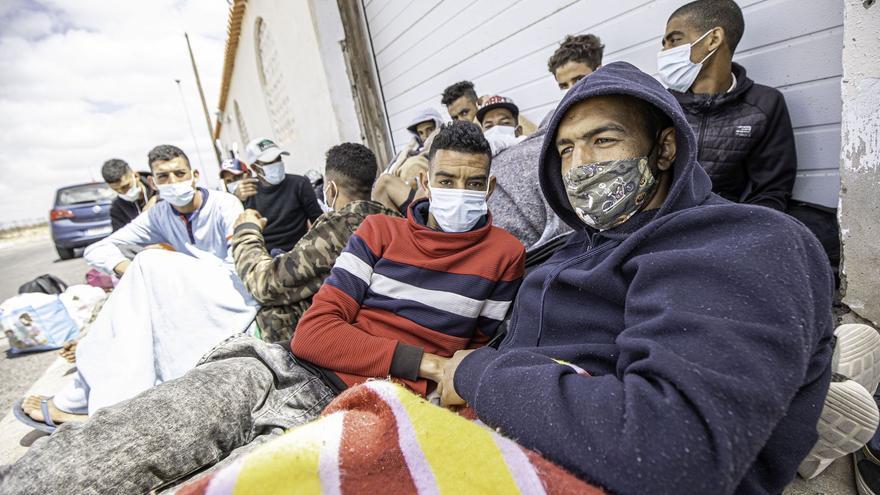Los positivos de covid en el campamento de migrantes de El Matorral suben a 19