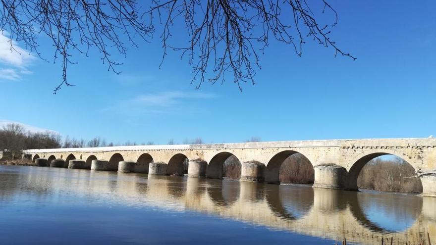 La Alcaldía de Toro defiende la licitación y las obras realizadas en el puente de piedra