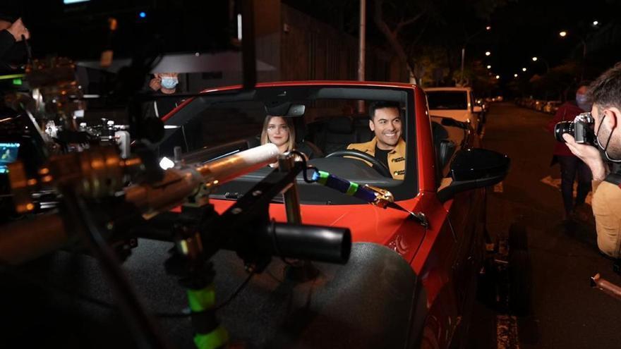 El cantante Carlos Rivera graba con la reina del Carnaval la gala de las guardianas
