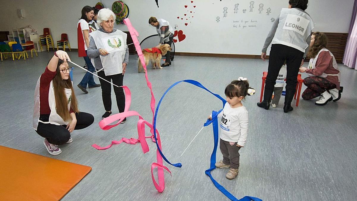 Actividad en la escuela infantil de Os Rosales, en colaboración con Afaco. |   // CASTELEIRO/ROLLER AGENCIA
