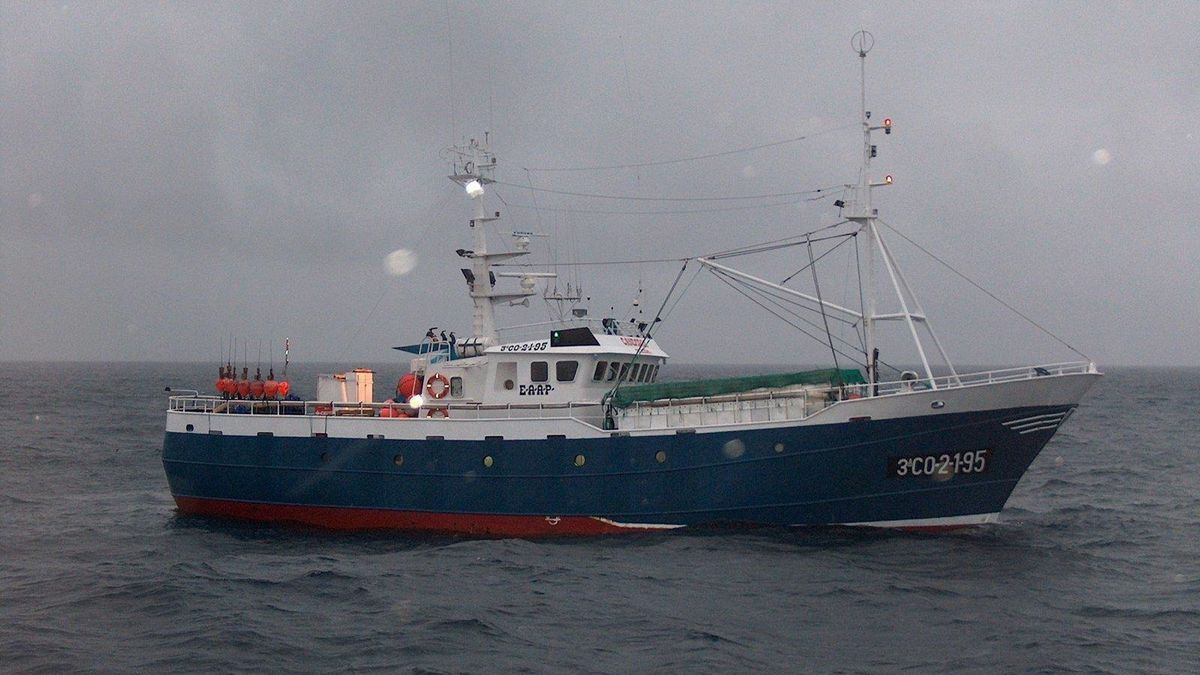 Barco pesquero en imagen de archivo.