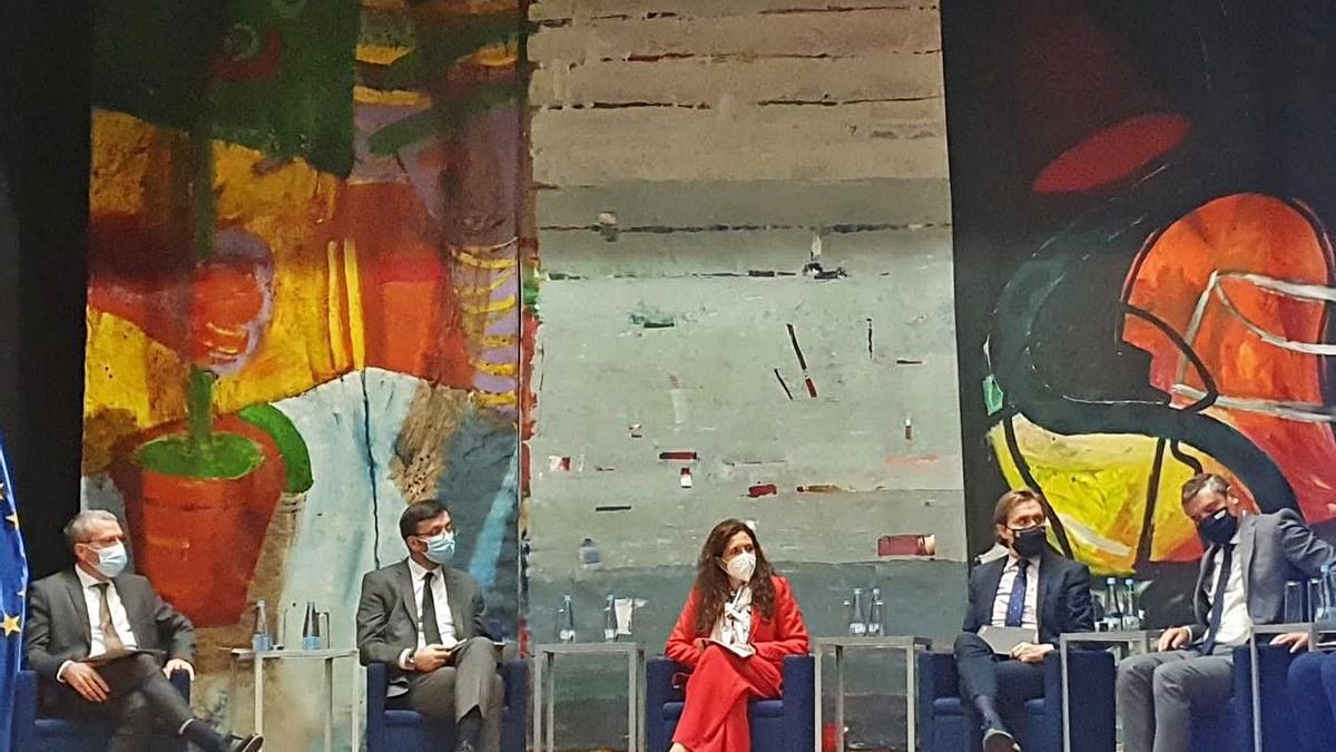 Francesc Boya, primero por la izquierda, durante el encuentro celebrado ayer en Portugal.