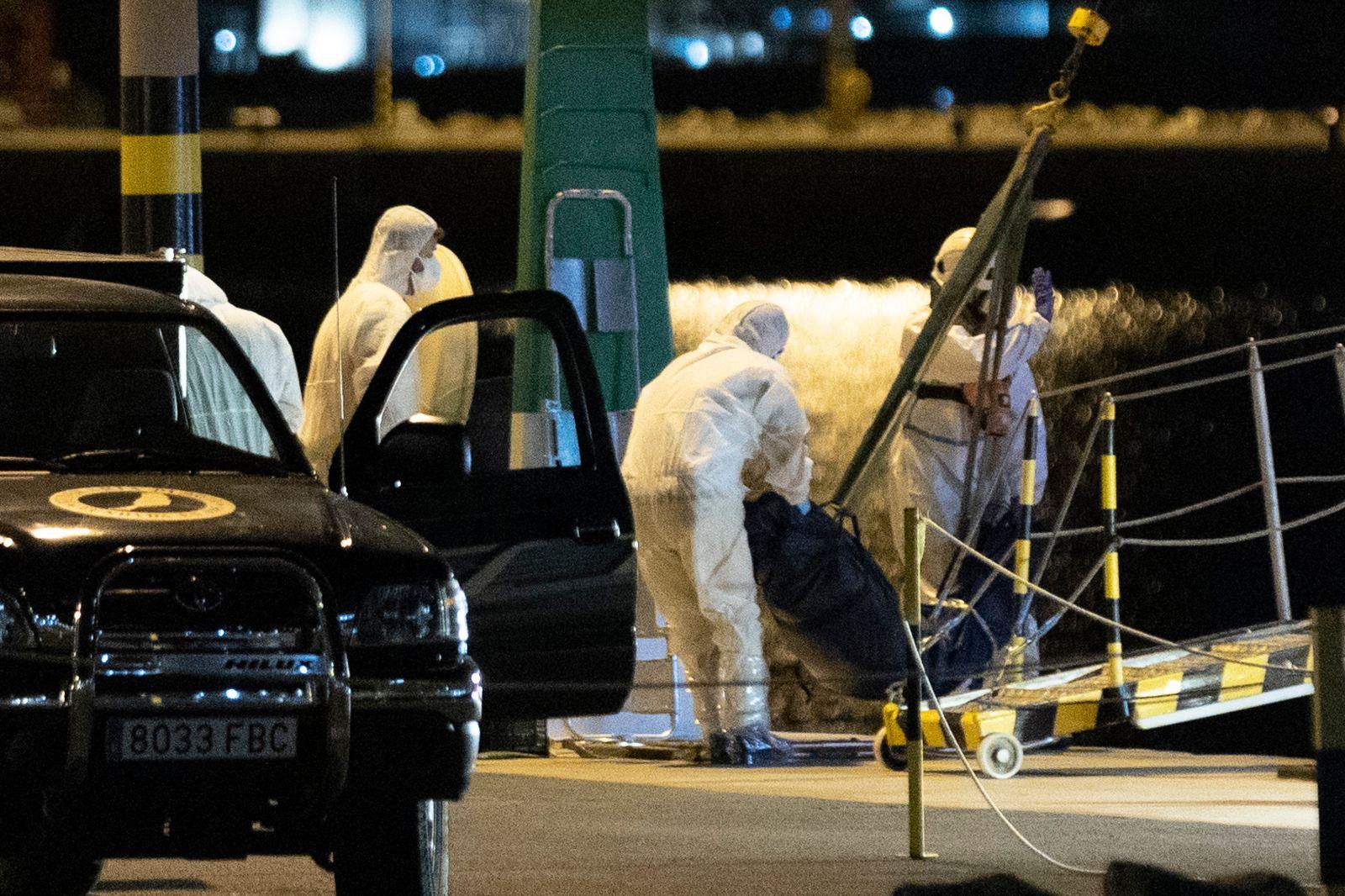 Rescatados tres cuerpos de la patera hundida en Lanzarote