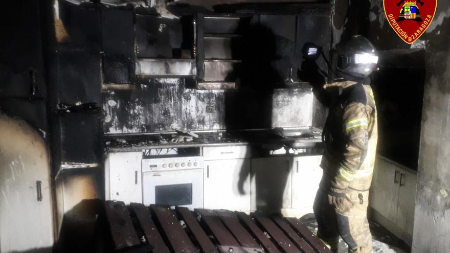 Los bomberos de la DPZ sofocan un incendio en una vivienda de Vierlas