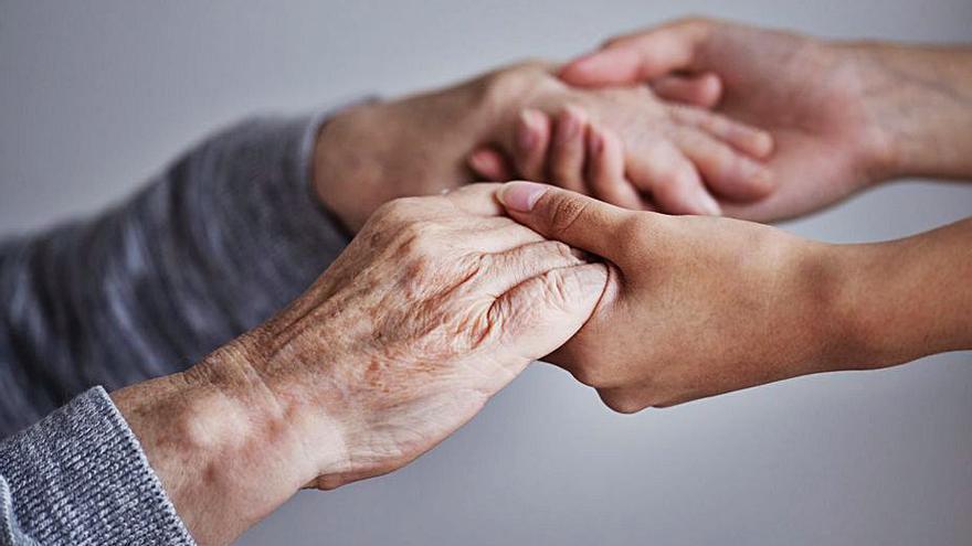 La casilla solidaria del IRPF que evita la soledad de los ancianos de Baleares