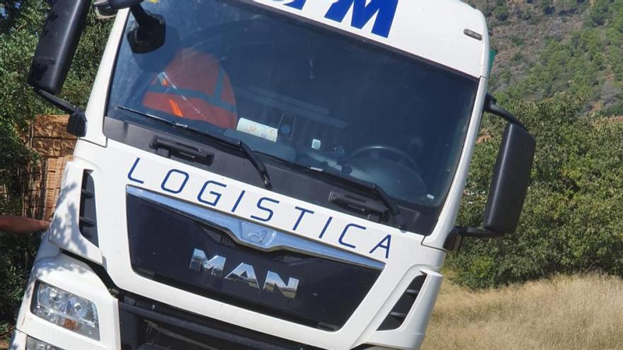 El GPS deja un camión encallado en un ribazo en Algar