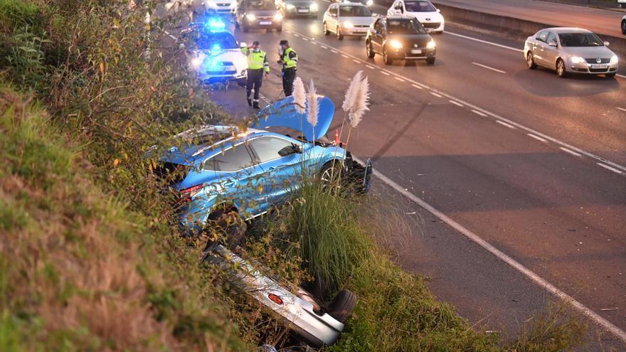 Atasco kilométrico en la entrada por la autopista por un accidente en Alfonso Molina