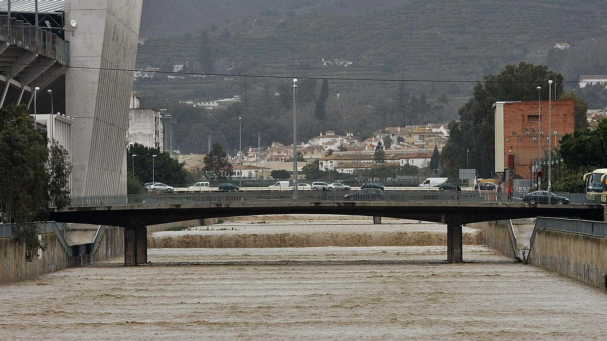 Imagen del río Guadalmedina durante las lluvias torrenciales de 2010