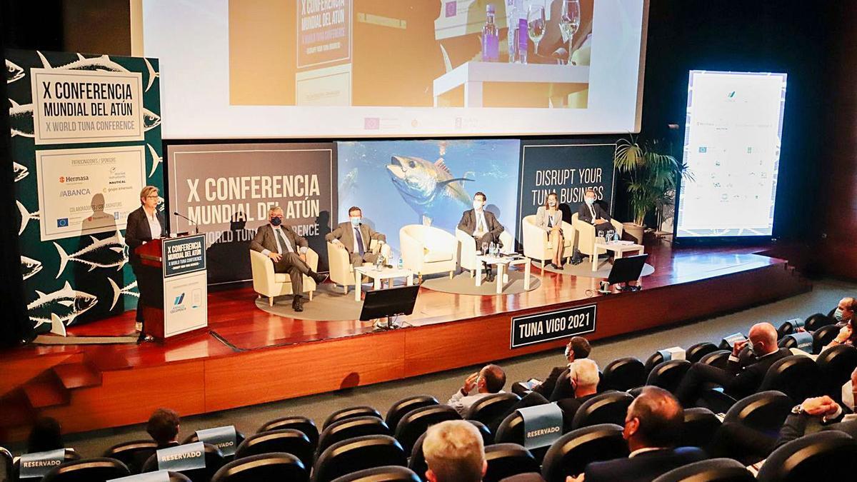 La conselleira do Mar, Rosa Quintana, clausura la X Conferencia Mundial del Atún.    // EUROPA PRESS