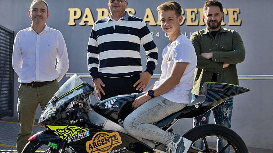 El joven piloto de Benimuslem César Parrilla da el salto al Mundial Junior