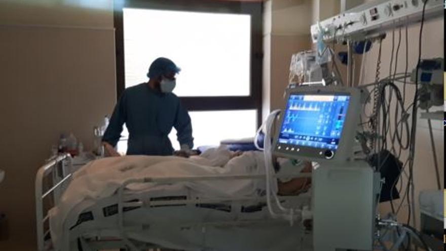Fisioterapia, las manos amigas de los pacientes de covid en Elche