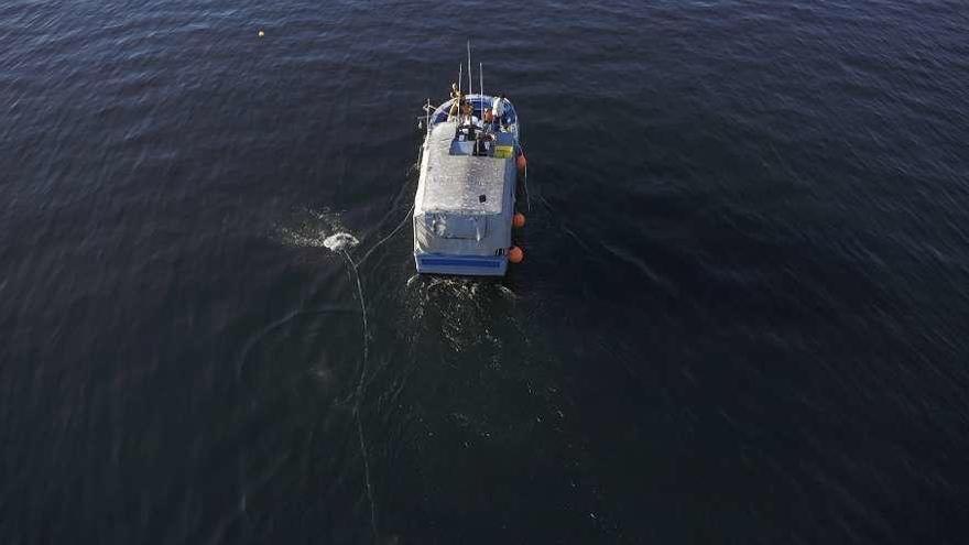 O programa 'Embarcados' da TVG reflicte 'a vida coas nasas' nun barco de Noia
