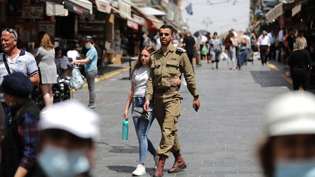 Streets of Jerusalem, with hardly any masks, this Sunday.