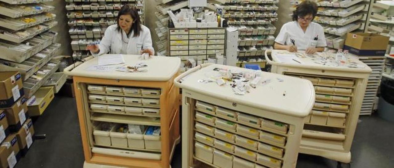 Almacén de medicamentos en un hospital de Vigo. |   // MARTA G. BREA