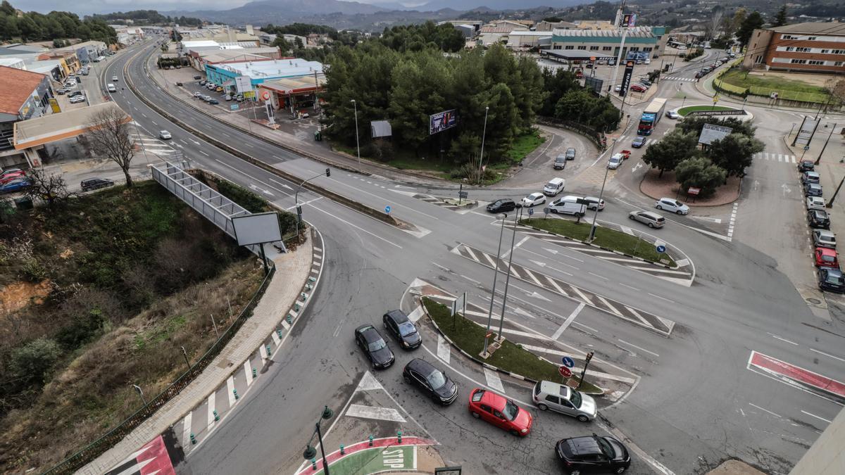 Cruce donde se construirá la rotonda en el acceso norte a Alcoy por la N-340 y trazado de la carretera desde Cocentaina.