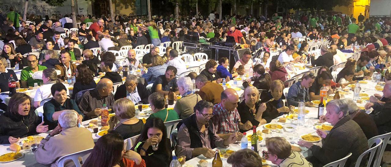Imagen de archivo de la cena de 'empedrao' popular que se realizó dentro de las fiestas patronales del año 2019.