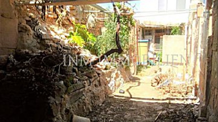 110.000 € Venta de casa en Llucmajor 150 m2, 2 habitaciones, 1 baño, 733 €/m2...