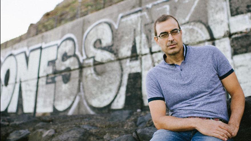 Pablo Martín Carbajal cubre de misterio a un joven empresario canario en Senegal