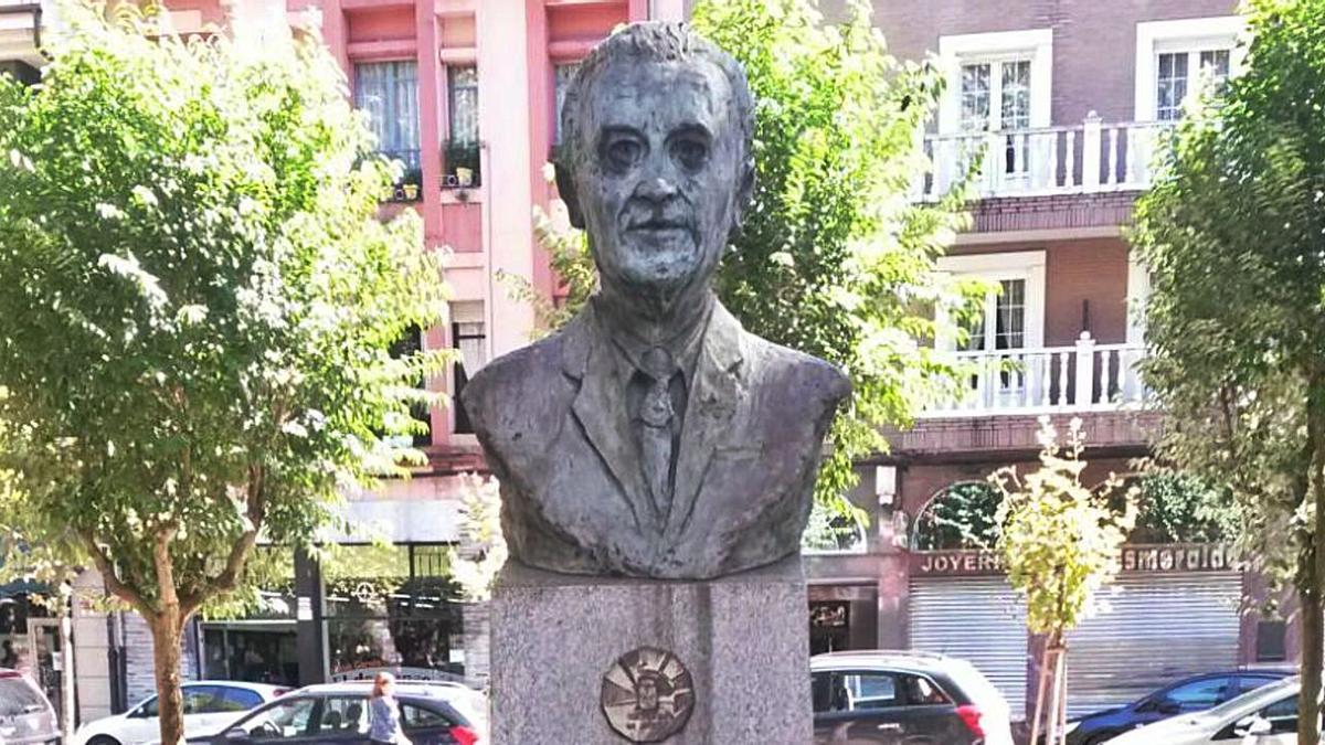Monumento a Marino Gutiérrez Suárez en el parque de La Felguera.