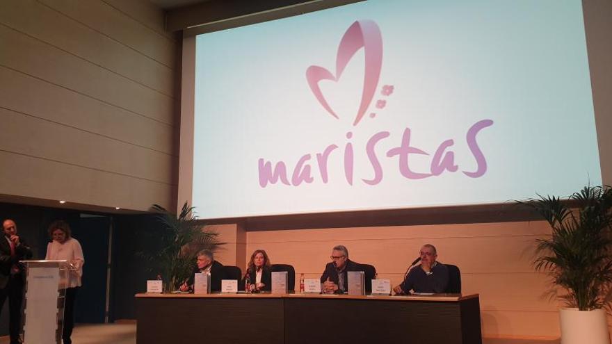 Maristas presenta en el Club INFORMACIÓN un libro sobre protección de la infancia