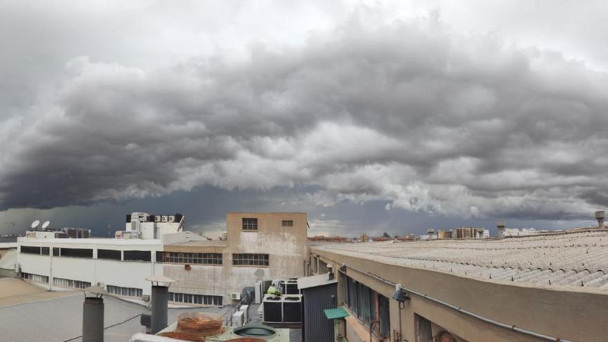 Las tormentan tiñen de granizo l'Alcora y siembran el caos en Torrent