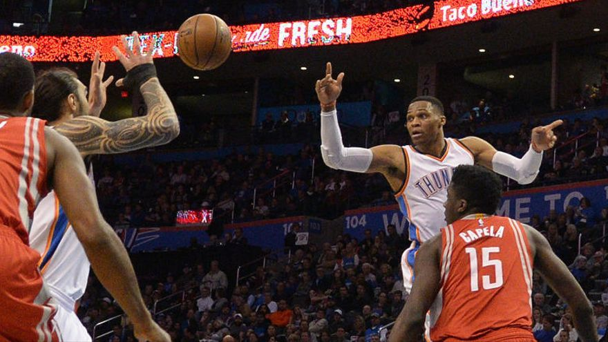 Westbrook iguala en 'triples-dobles' a Michael Jordan