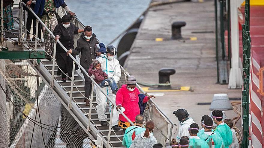 Una familia identifica a la superviviente de El Hierro: hay 32 desaparecidos