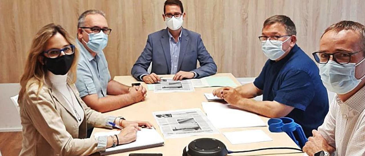 El alcalde García Y el edil Ferrer en la reunió en la conselleria.      | LEVANTE-EMV
