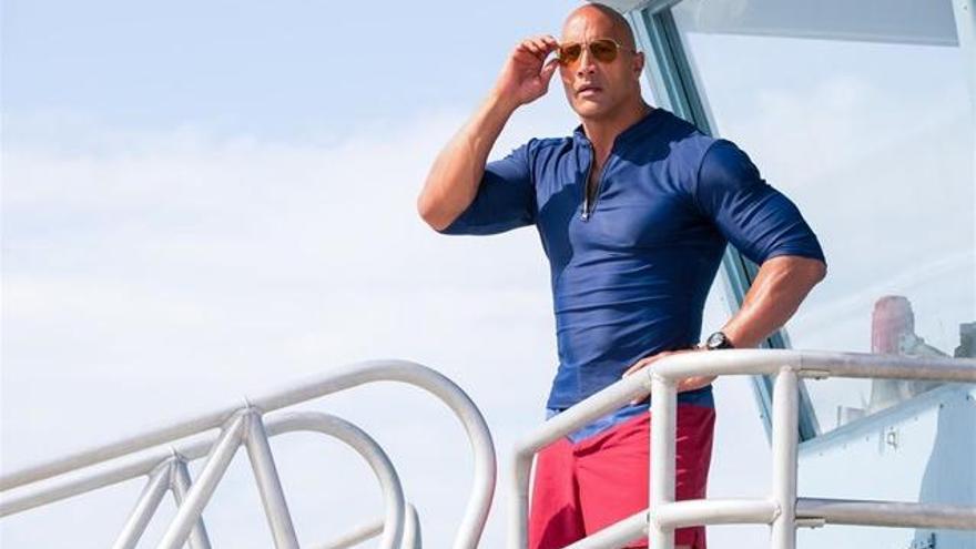 'The Rock' respon a les males crítiques de 'Los Vigilantes de la Playa'