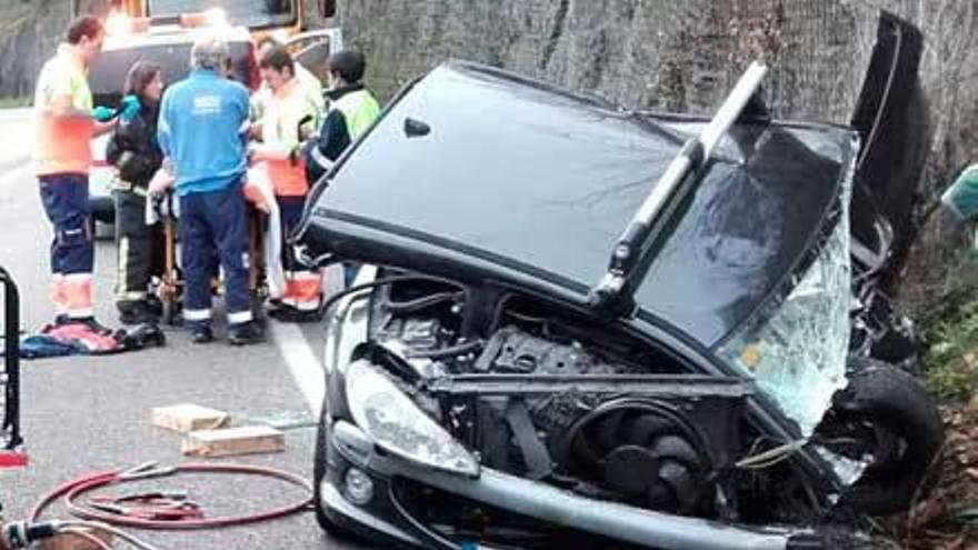 El herido en el accidente del Corredor sigue grave en el HUCA