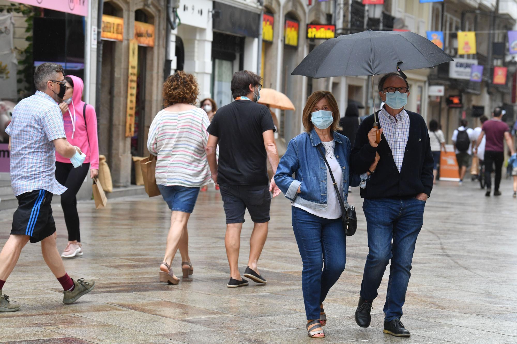 Paraguas en A Coruña a las puertas del último fin de semana de julio