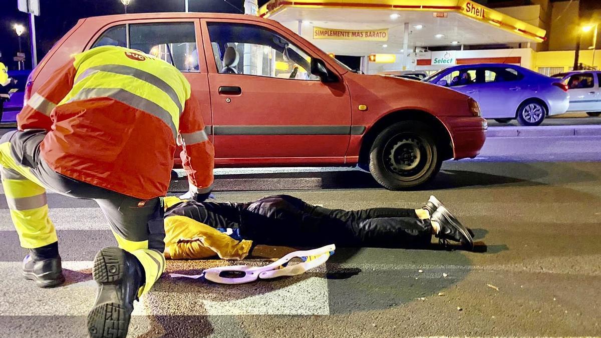 Un conductor bebido atropella a una joven en la rotonda de Cruz de Piedra, en Tenerife