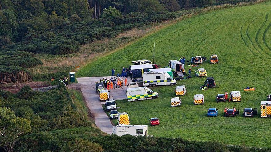 Almenys tres morts i sis ferits  en descarrilar un tren a Escòcia