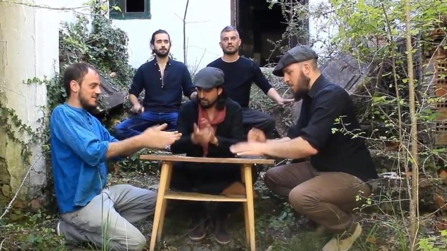 El grupo Entavía comparte su particular interpretación de la música folk este viernes en el Colegio Universitario