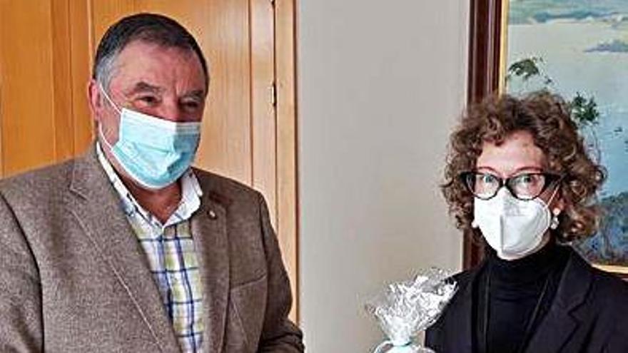 Seoane recibe a Tojeiro, premio a la Mejor Profesora de España