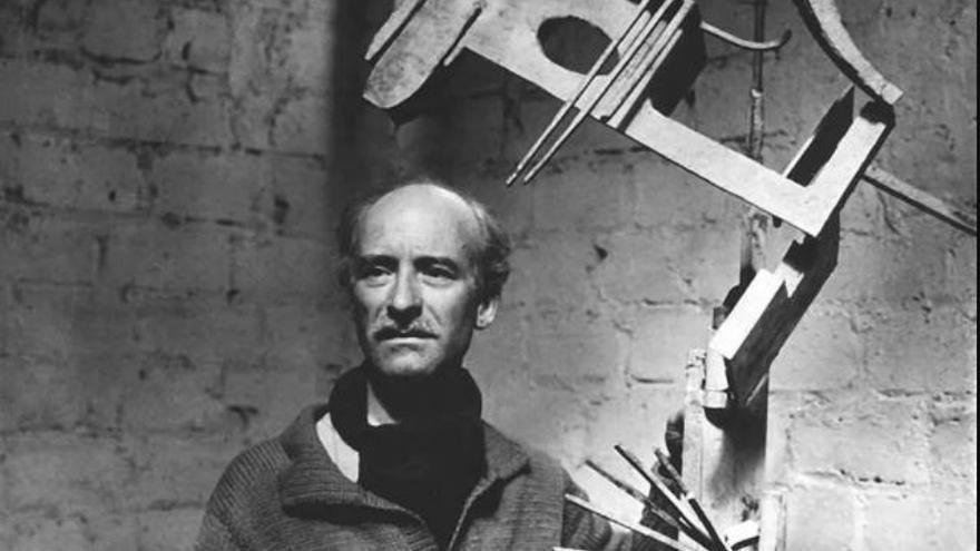 Julio González dibuja en el aire del Pompidou