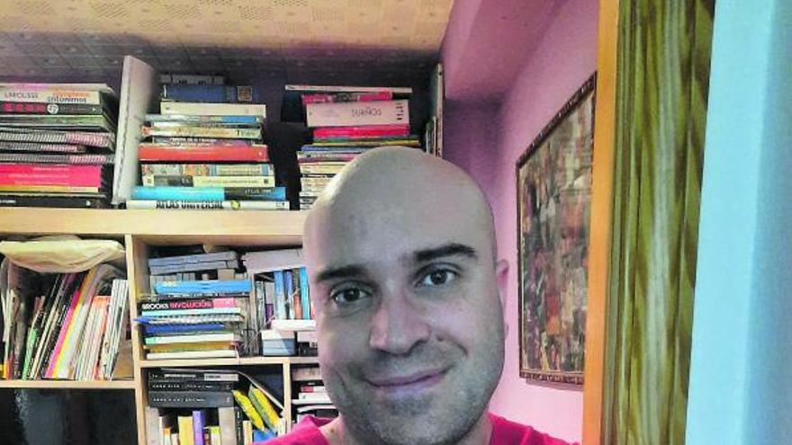 Juan Manuel Fernández: «Escribir representa una ventana  al exterior por  la que poder respirar»