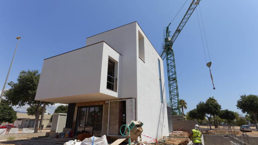 Casi una treintena de municipios de Castellón ceden al Consell las decisiones sobre viviendas ilegales