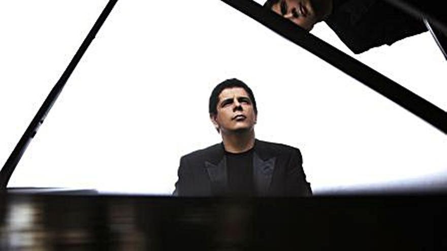 El pianista Javier Perianes ofrece hoy un recital en el Teatro Principal