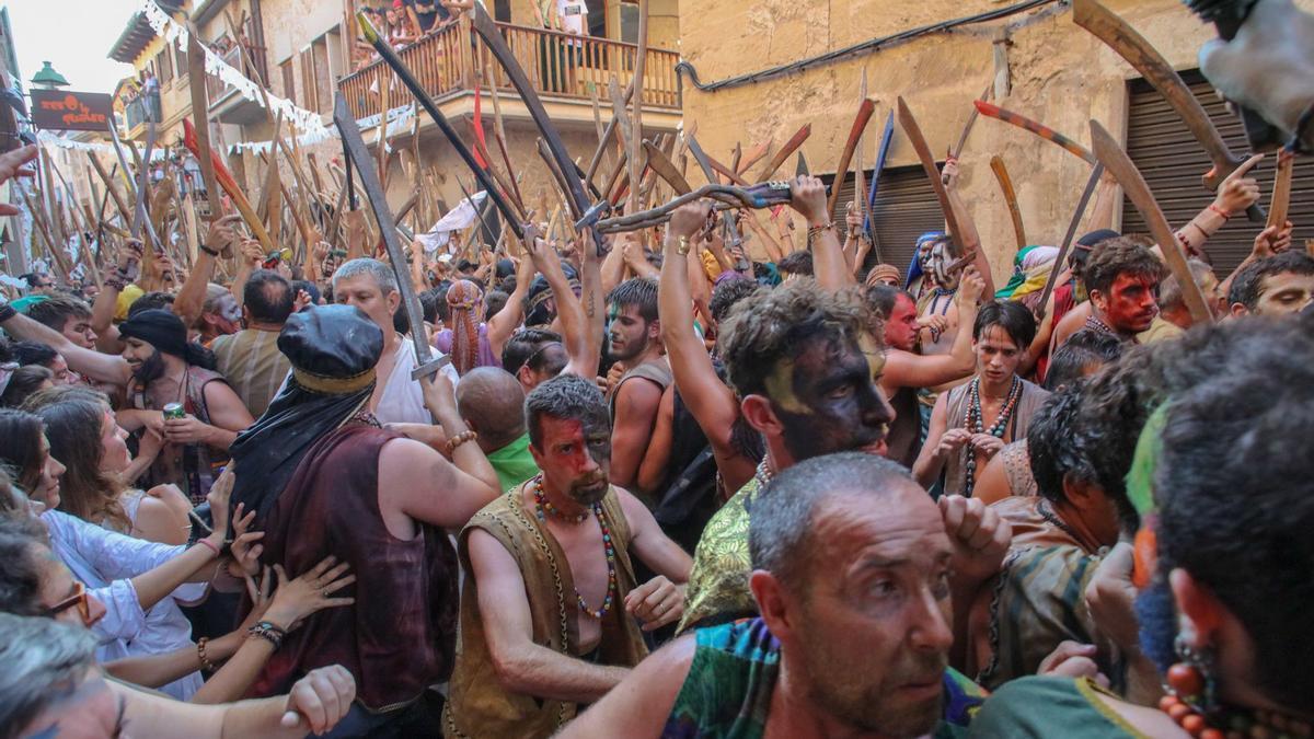 Una imagen de una reciente edición del simulacro de moros y cristianos de Pollença.