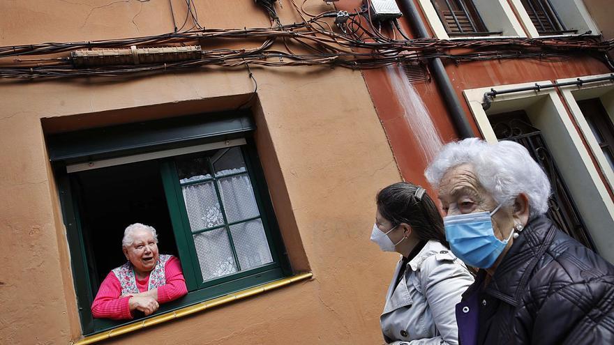 Cimadevilla aplaude el plan para soterrar los cables eléctricos de las fachadas