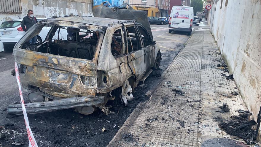 Investigan la quema de varios coches en El Natahoyo