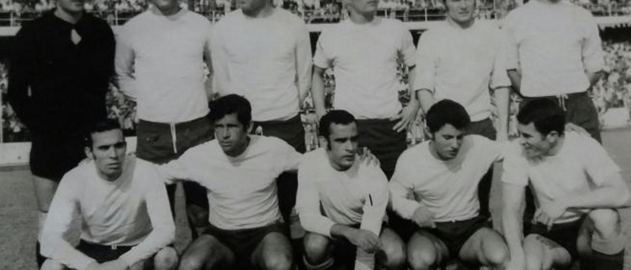 Mamé León y Martín I (d) en el Estadio Insular recordando viejos tiempos, hace dos semanas.