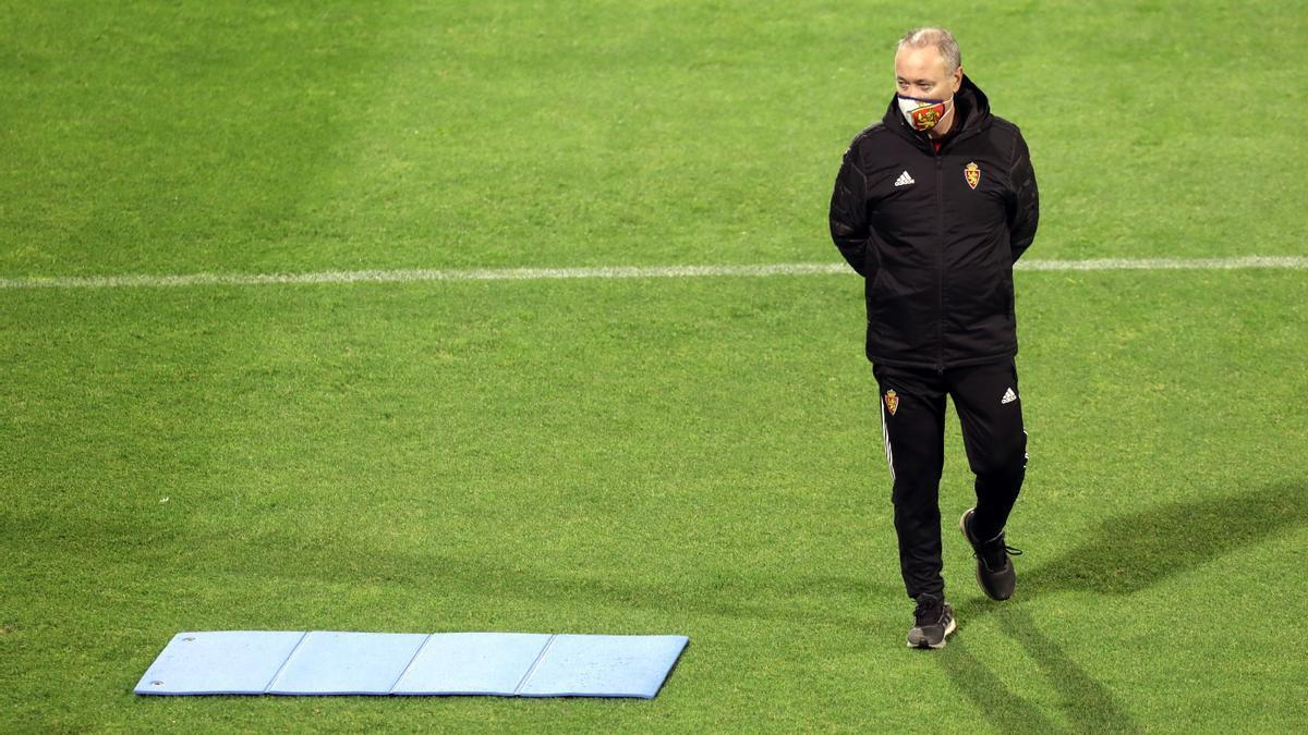 Juan Ignacio Martínez, pensativo en un entrenamiento del Real Zaragoza.