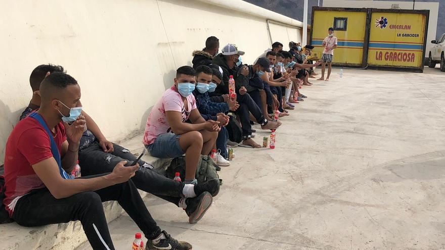 Bruselas estudia si asignar fondos adicionales para gestionar la llegada de migrantes a Canarias como pide España