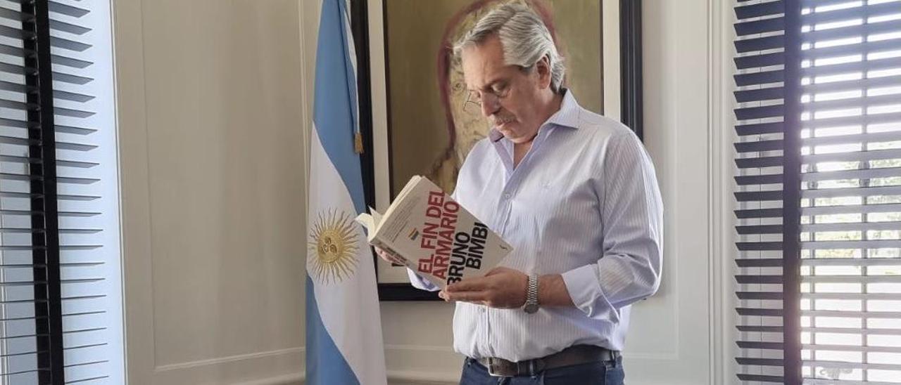 El Presidente de Argentina crítico con la Justicia española por la retirada de libros LGTBI en Castelló